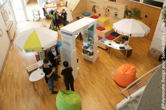 L'exposition est composé de 3 stations de lecture et d'un kiosque de présentation des outils et ouvrages adaptés.