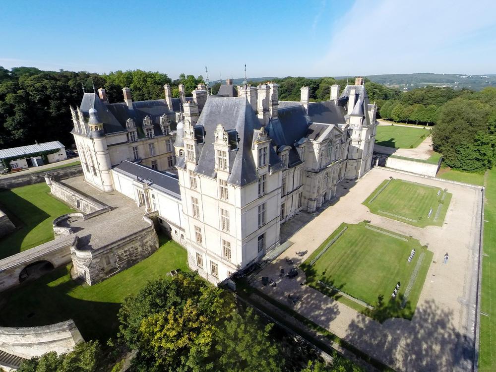 Le château d'Ecouen, dans le Val-d'Oise, date du XVIe siècle et abrite désormais le Musée national de la Renaissance.  © PWP -RmnGP