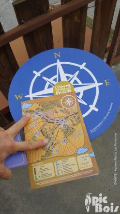 PIC BOIS - Panneau de départ en forme de boussole - La Toussuire